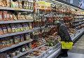 Колбасные изделия в одном из магазинов Киева