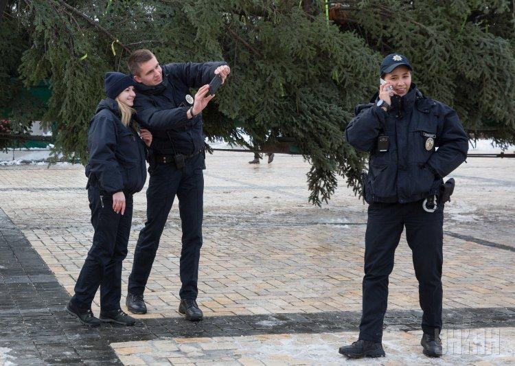 В Киев на Софиевскую площадь привезли главную елку страны