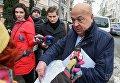 Глава Закарпатской ОГА Геннадий у департамента спецрасследований ГПУ, куда он пришел на допрос по делу Майдана.