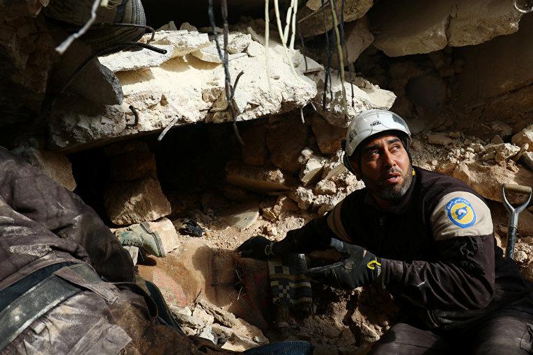 Сирийский город Идлиб после авиаобстрелов
