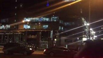 Видео с места массовых беспорядков около ТРЦ Гулливер