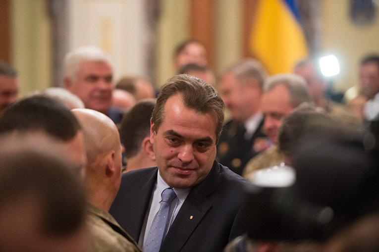 Президент Петр Порошенко отметил государственными наградами 274 военнослужащих по случаю Дня Вооруженных сил.