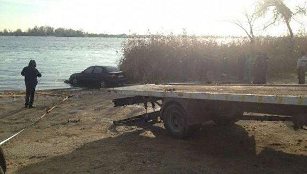 ВХерсоне найден затонувший автомобиль стелами 2-х людей