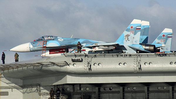 Самолеты Су-33 на борту авианесущего крейсера Адмирал Флота Советского Союза Кузнецов