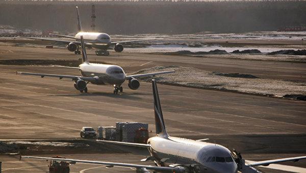 Самолеты Airbus-319, Airbus-320 и Boeing-767. Архивное фото