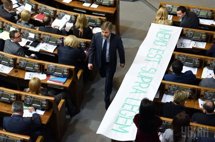 Народный депутат Вадим Новинский во время заседания Верховной Рады
