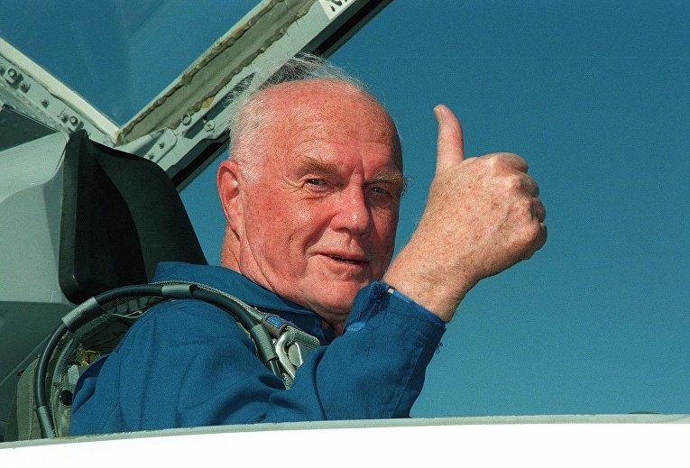 Легендарный американский астронавт Джон Гленн