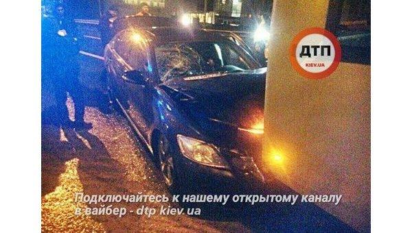 ВКиеве наЧоколовке Лексус протаранил троллейбус, двое пострадавших