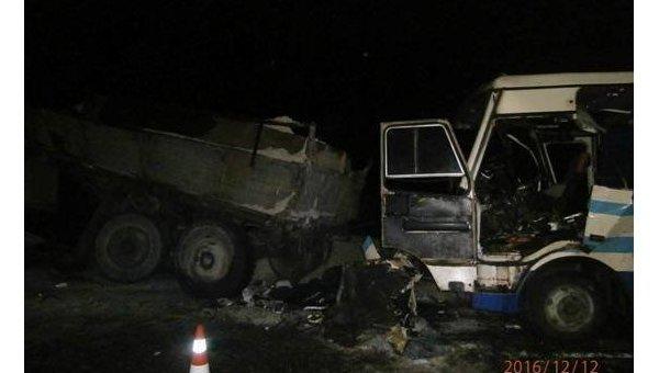 ВоЛьвовской области столкнулись рейсовый автобус и фургон, два человека погибли
