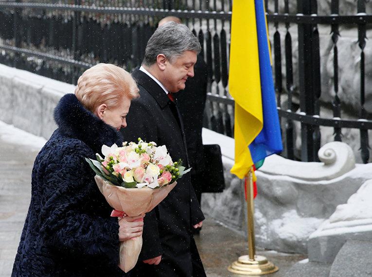 Президент Украины Петр Порошенко и президент Литовской Республики Даля Грибаускайте