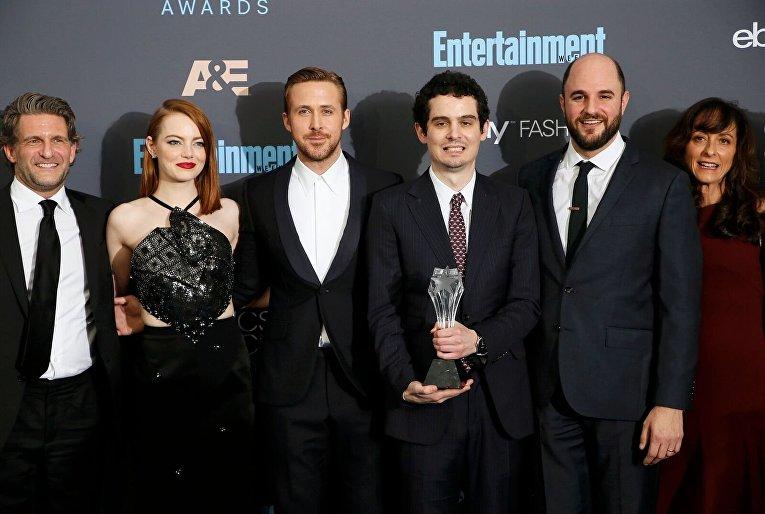 Гари Гилберт, Эмма Стоун, Райан Гослинг на вручении премии Critics Choice