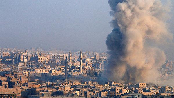 Последствия авиаударов по сирийскому Алеппо.