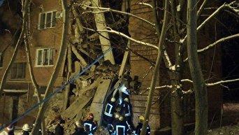 На месте обрушения общежития в Чернигове 12 декабря 2016 года