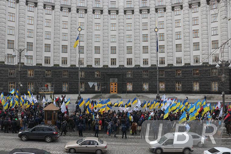 Митингующие из Укрспирта привели под Кабинет министров свиней