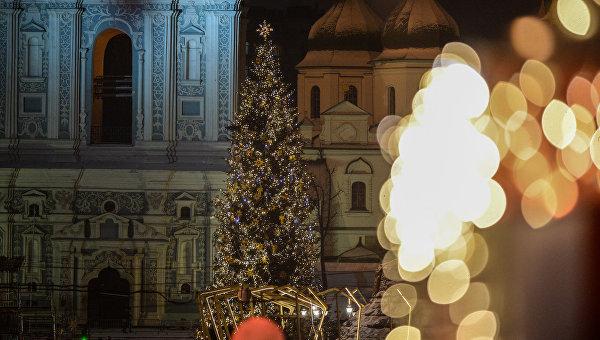 Главная елка Украины на Софийской площади в Киеве