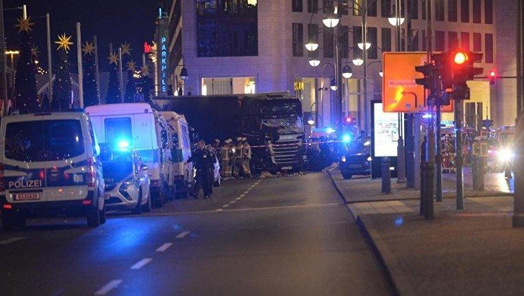 ЧП в Берлине. Грузовик протаранил толпу на рождественском базаре