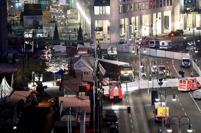 Наезд грузовика на толпу людей на рождественской ярмарке в Берлине