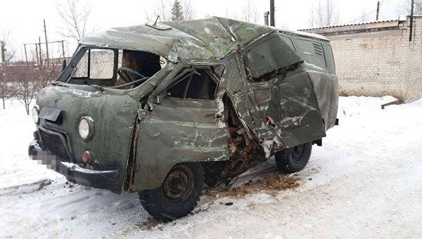 В Луганской области столкнулись автобус и авто с военными