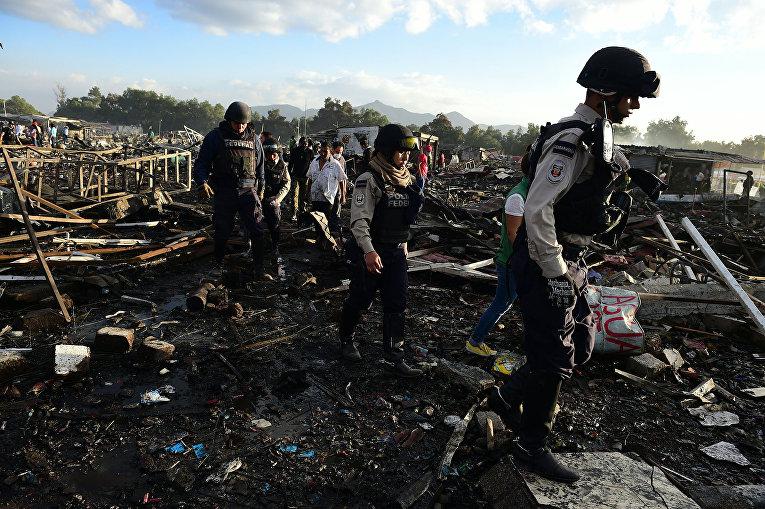 Взрыв пиротехники на рынке в Мексик