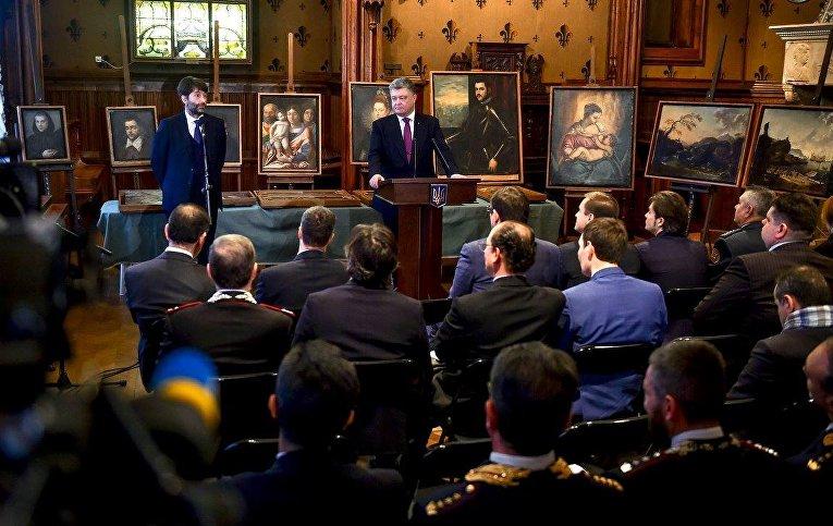 Семнадцать картин, похищенных из городского музея Кастельвеккьо, которые впоследствии были найдены на территории Украины, вернули муниципальным властям итальянской Вероны, в церемонии передачи картин участвовал президент Петр Порошенко.