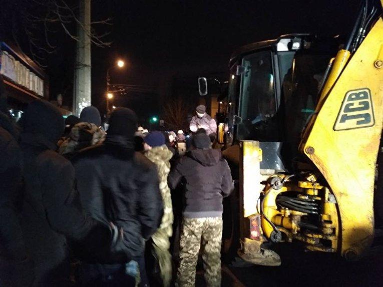 Скандальный демонтаж киосков на КПИ в Киеве