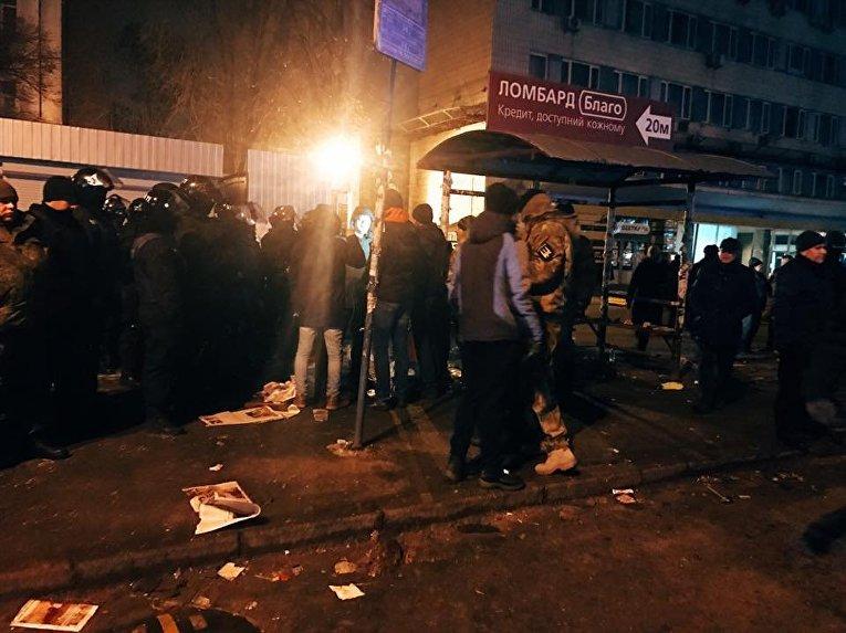 Демонтаж киосков возле станции метро Политехнический институт