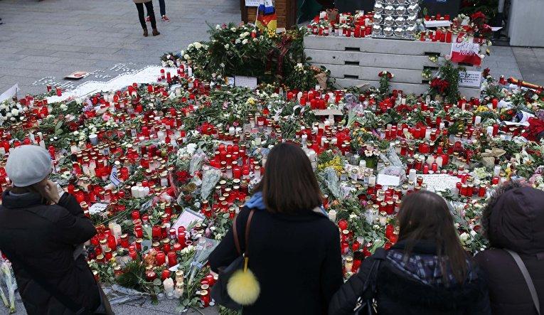 Германия вспоминает жертв теракта на Рождественской ярмарке