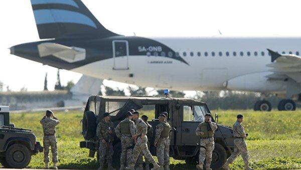 ВЛивии захвачен пассажирский самолет, наборту 118 человек