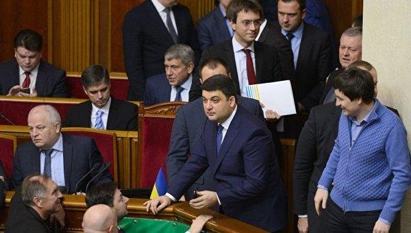 Члены Кабинета министров в ходе заседания Верховной Рады в пятницу, 23 декабря