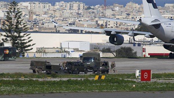Ливийские угонщики хотели в Рим, но сели на Мальте из-за нехватки топлива