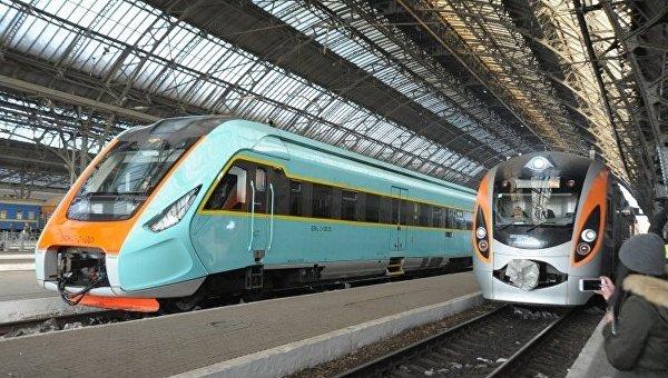 Скоростной поезд Интерсити+ № 705/706 Киев-Львов-Перемишль (Польша), на львовском вокзале.