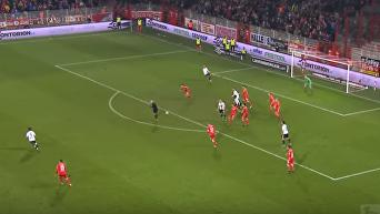 Футбол по-немецки: девушка-арбитр помогла забить гол. Видео