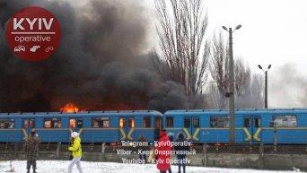 Пожар у метро Лесная в Киеве