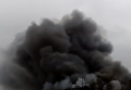 Клубы черного дыма затянули район киевского метро Лесная. Видео