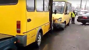ДТП в Кропивницком: маршрутки столкнулись лоб в лоб. Видео