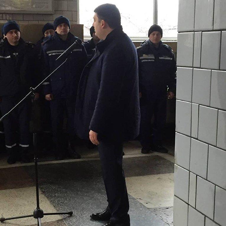 Гройсман угрожает бизнесу штрафами заневыплату «минималки» в3200 грн