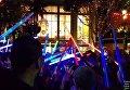 Фанаты со световыми мечами почтили память Керри Фишер