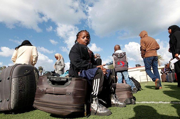 Африканские мигранты ожидают депортации