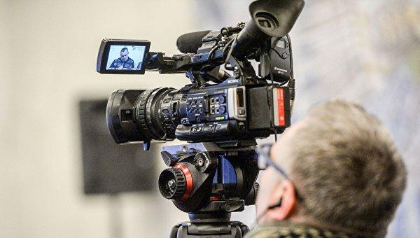 Журналисты с видеокамерой. Архивное фото