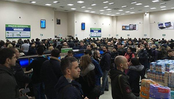 Огромные очереди в выставочном центре интернет-магазина Rozetka