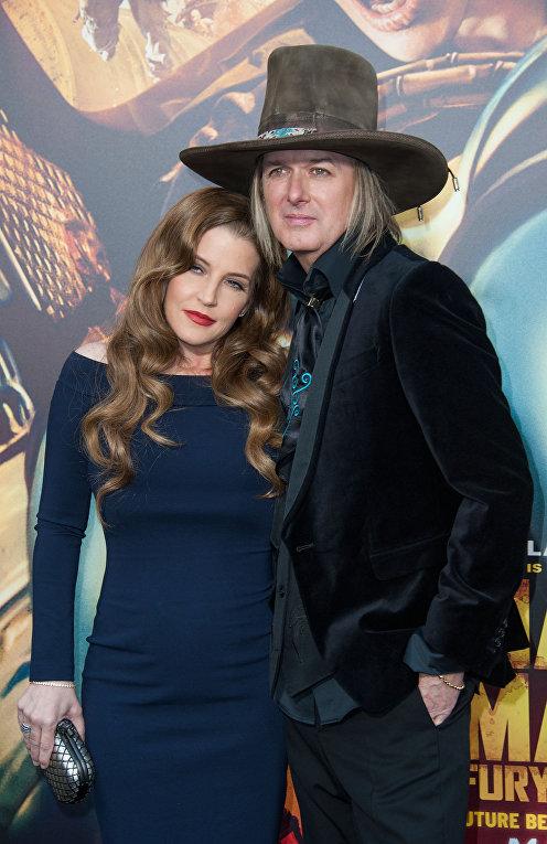 Певица Лиза Мари Пресли и музыкант Майкл Локвуд