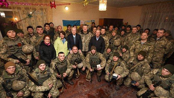 Порошенко и сенаторы США прибыли в Широкино