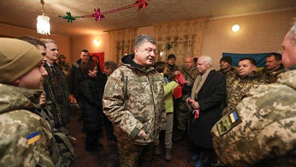 Петр Порошенко во время визита в Донецкую область