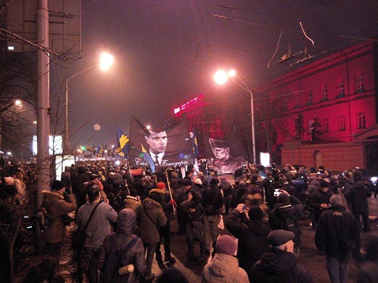 ВКиеве снова факельное шествие: 108 лет содня рождения Бандеры