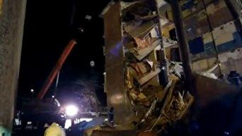 Часть многоэтажного дома обрушилась в Казахстане, два человека погибли. Видео