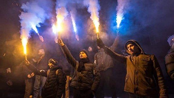 Днепр посленовогодний: факельное шествие в честь Бандеры и петарда в окно горсовета