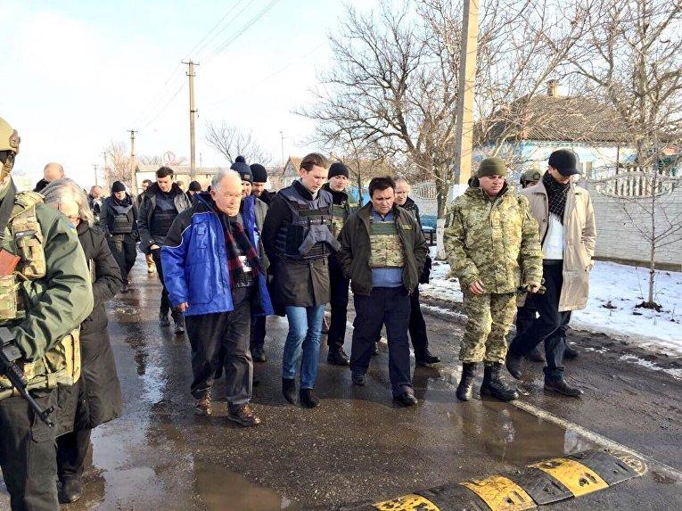 Климкин и новый глава ОБСЕ Себастьян Курц посетили Донецкую область