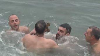 Крещенские купания в Стамбуле. Видео