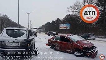 На Бориспольской трассе в Киеве разбились сразу пять автомобилей