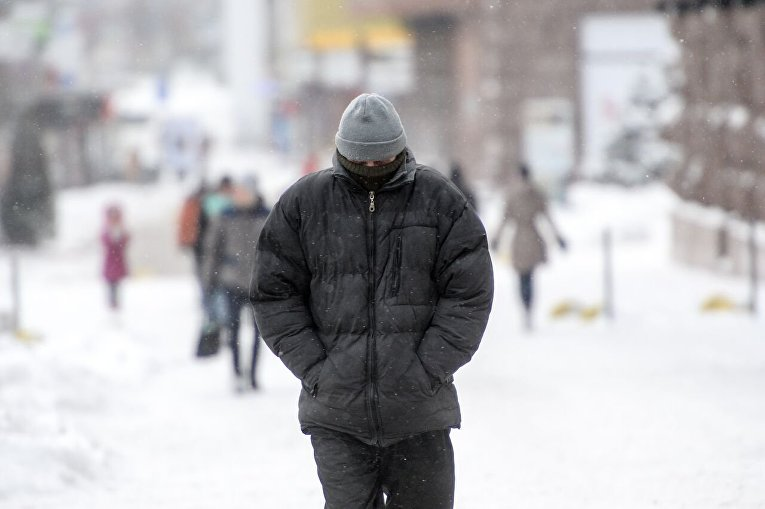 Киевлянам снова анонсировали метели игололедицы на трассах